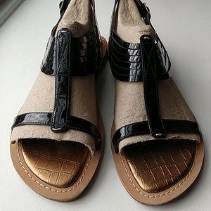 Indigo by Clark's Pantent Strappy Sandals - 9